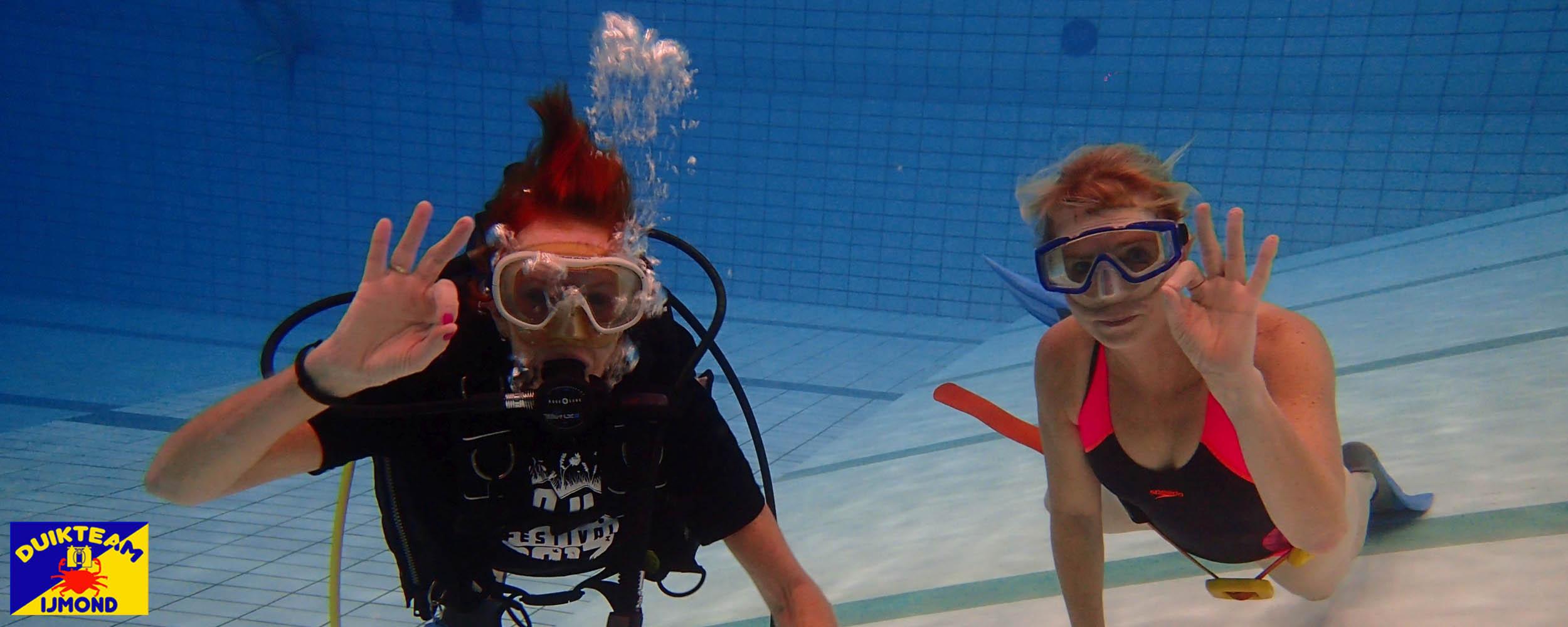 Een proefles duiken in het zwembad