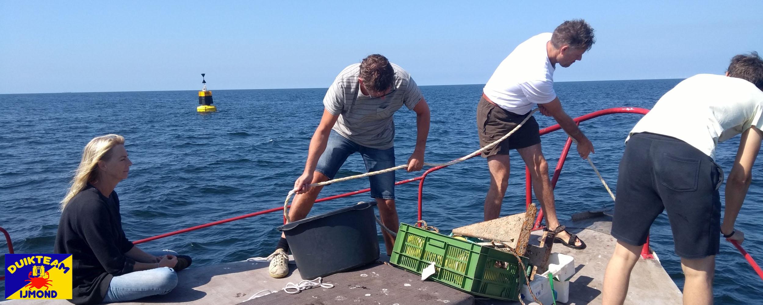 Anker naar boven na een wrakduik op de Noordzee